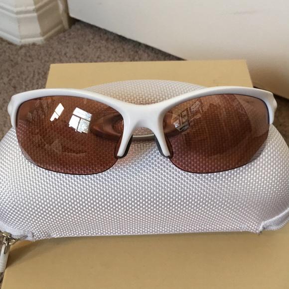 471eb66aee2 Women s Oakley Sunglasses. M 5b6cbb315bbb802f46806456